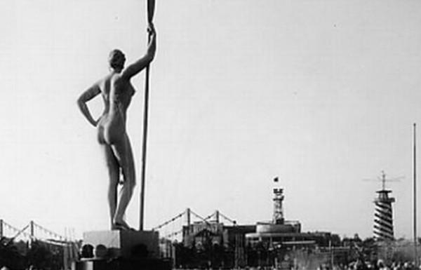 Девушка с веслом. Фотография 1934 года