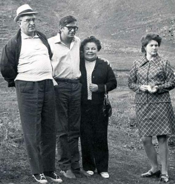 Cлева направо: Юрий Андропов (в то время председатель КГБ СССР), его сын Игорь, супруга Юрия Владимировича Татьяна Филипповна и дочь Татьяна. Кисловодск. Август, 1974 г.