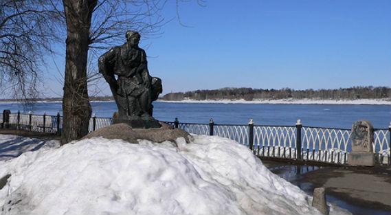 Скульптура бурлака в Рыбинске, выполненная по модели Льва Писаревского