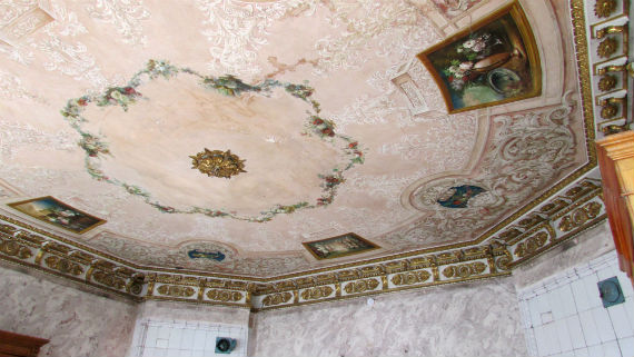Потолочная роспись в главном здании усадьбы