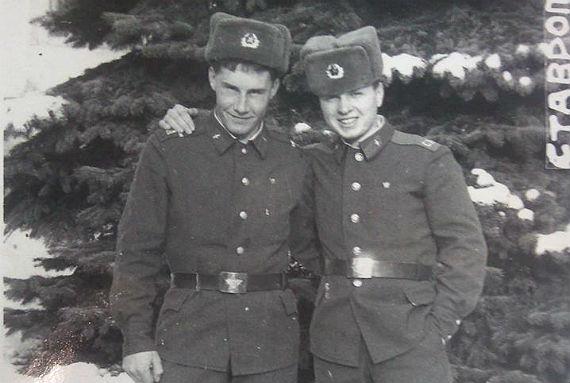 награжден нагрудным знаком отличник советской армии