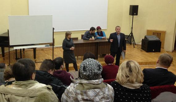 Ведет собрание заместитель главы Рыбинска Наталья Гордиенко