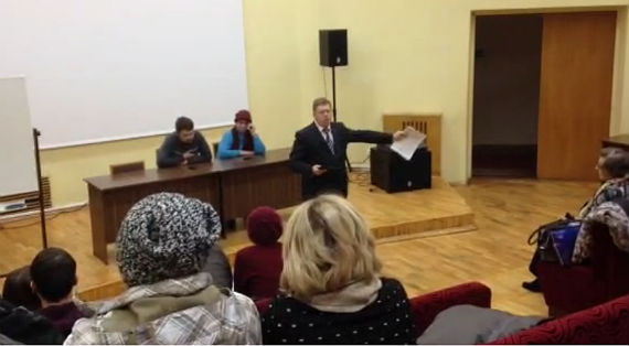 Ораторствует Леонид Иванов