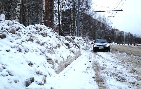 Улица Фурманова сейчас. Никто снег не увозил ни разу за всю зиму.