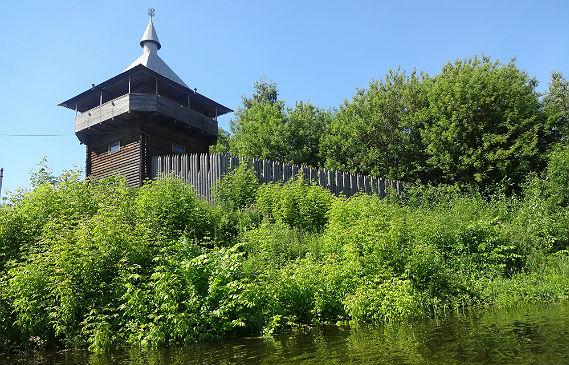 Полноводная Шексна и башня археологов