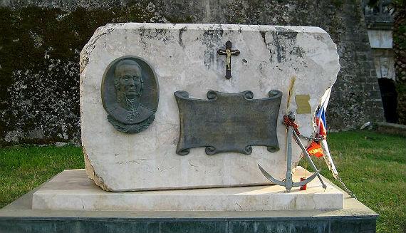 Памятник на острове Корфу