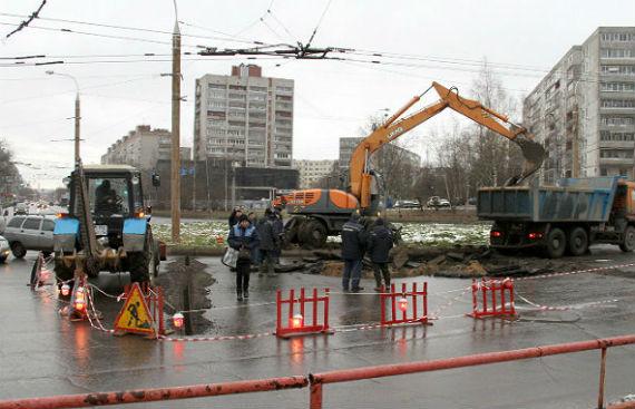 провал на дороге в Рыбинске
