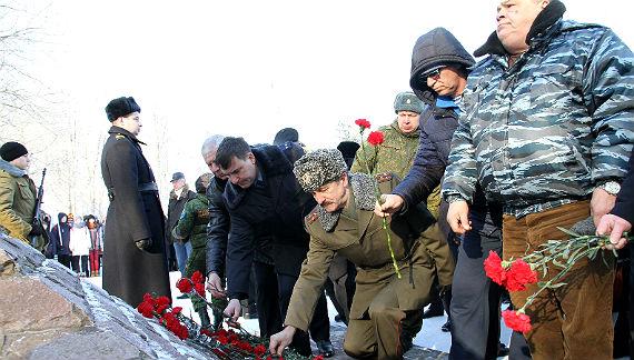 Школьники изЯлты почтили память погибших воинов-интернационалистов
