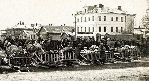 Сенная площадь в Рыбинске. 1910 год
