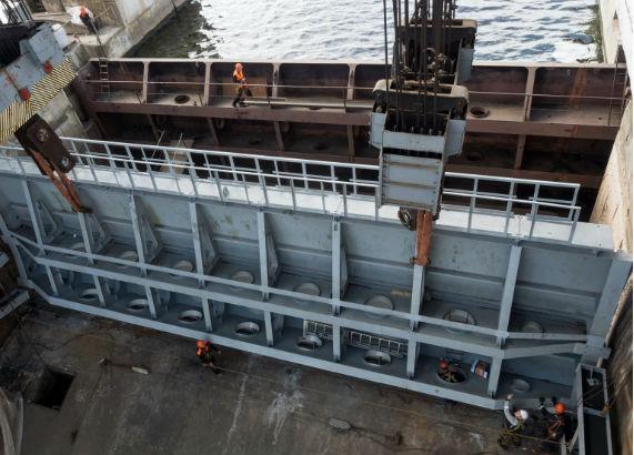 Замена сегментного затвора на Угличской ГЭС