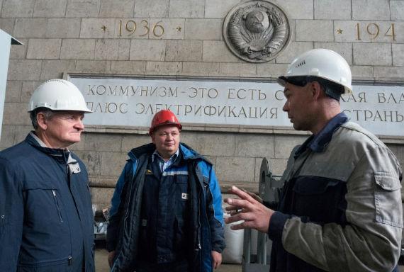 Юрий Васильевич Комраков с сыном Евгением на Угличской ГЭС