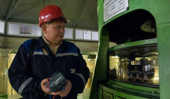 Инженер Евгений Комраков