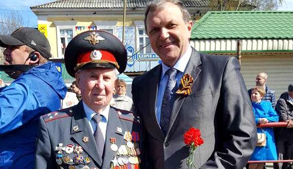 С ветеранов войны, почетным гражданином Рыбинска А.И. Беловым